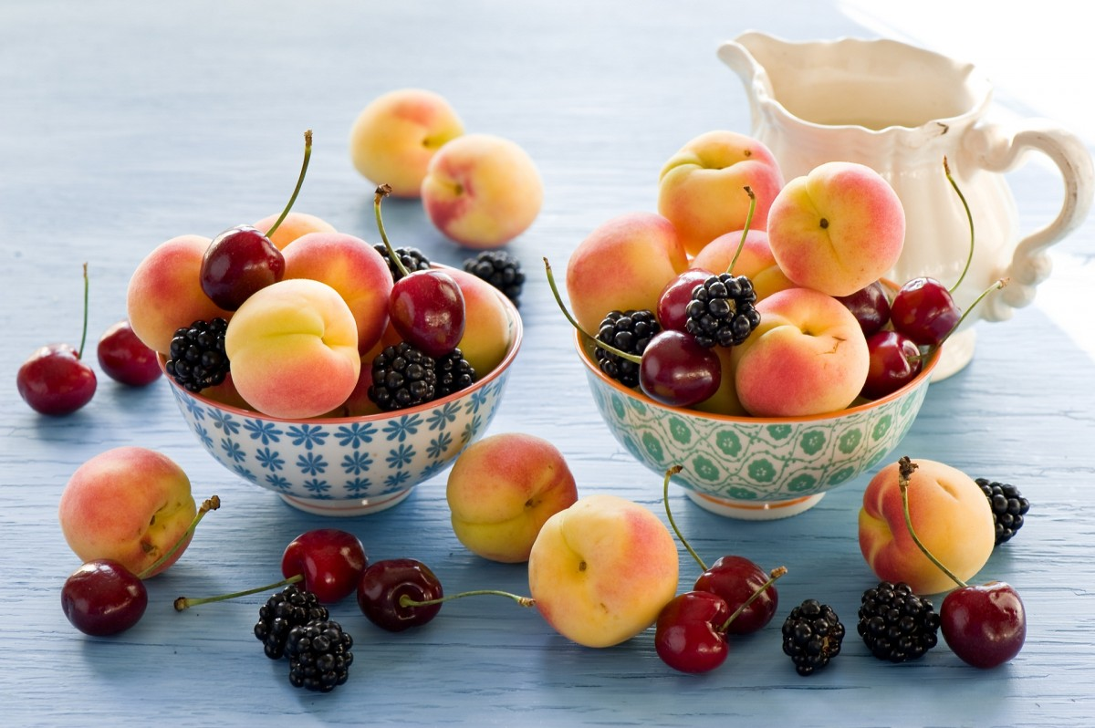 Пазл Собирать пазлы онлайн - Абрикосы и ягоды