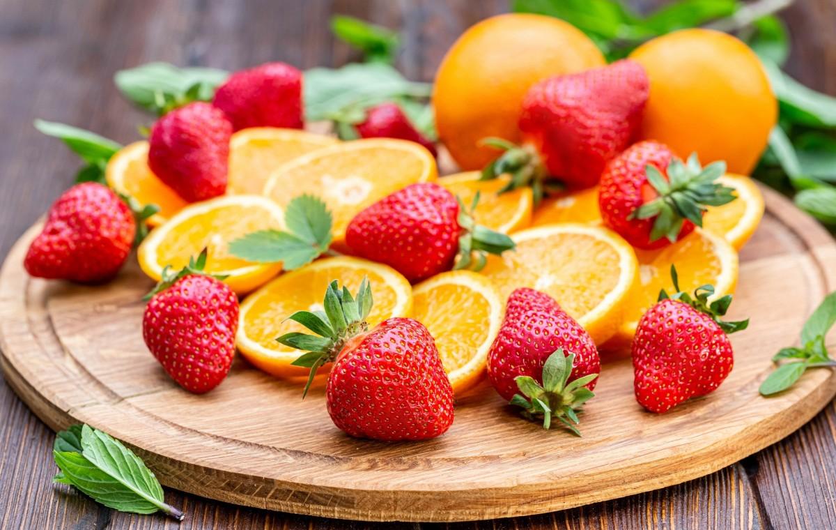 Пазл Собирать пазлы онлайн - Апельсин и клубника