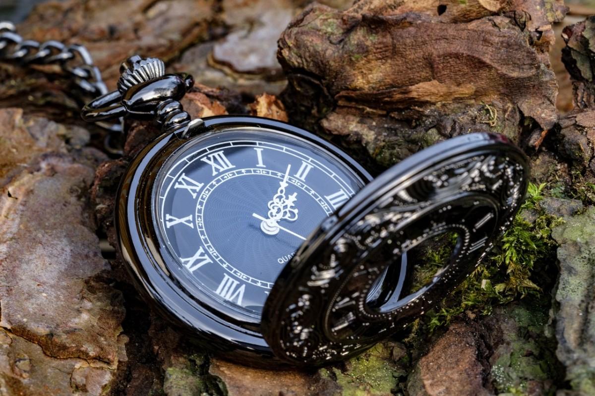 Пазл Собирать пазлы онлайн - Чёрные часы