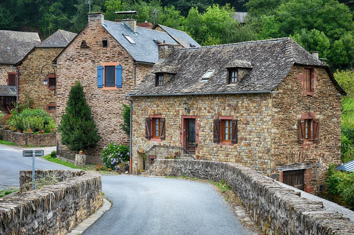 Пазл Собирать пазлы онлайн - Деревня во Франции