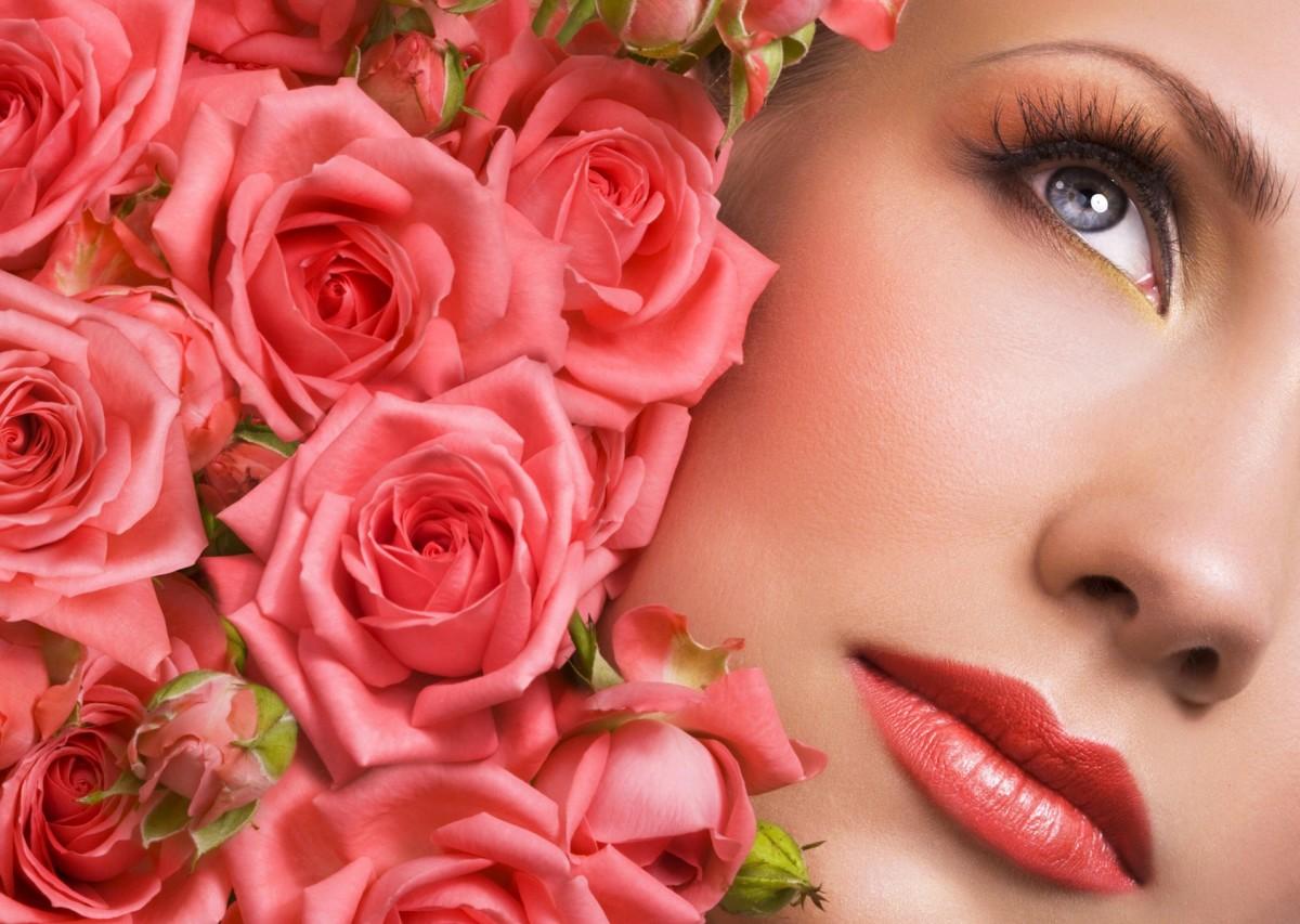 Пазл Собирать пазлы онлайн - Девушка и розы