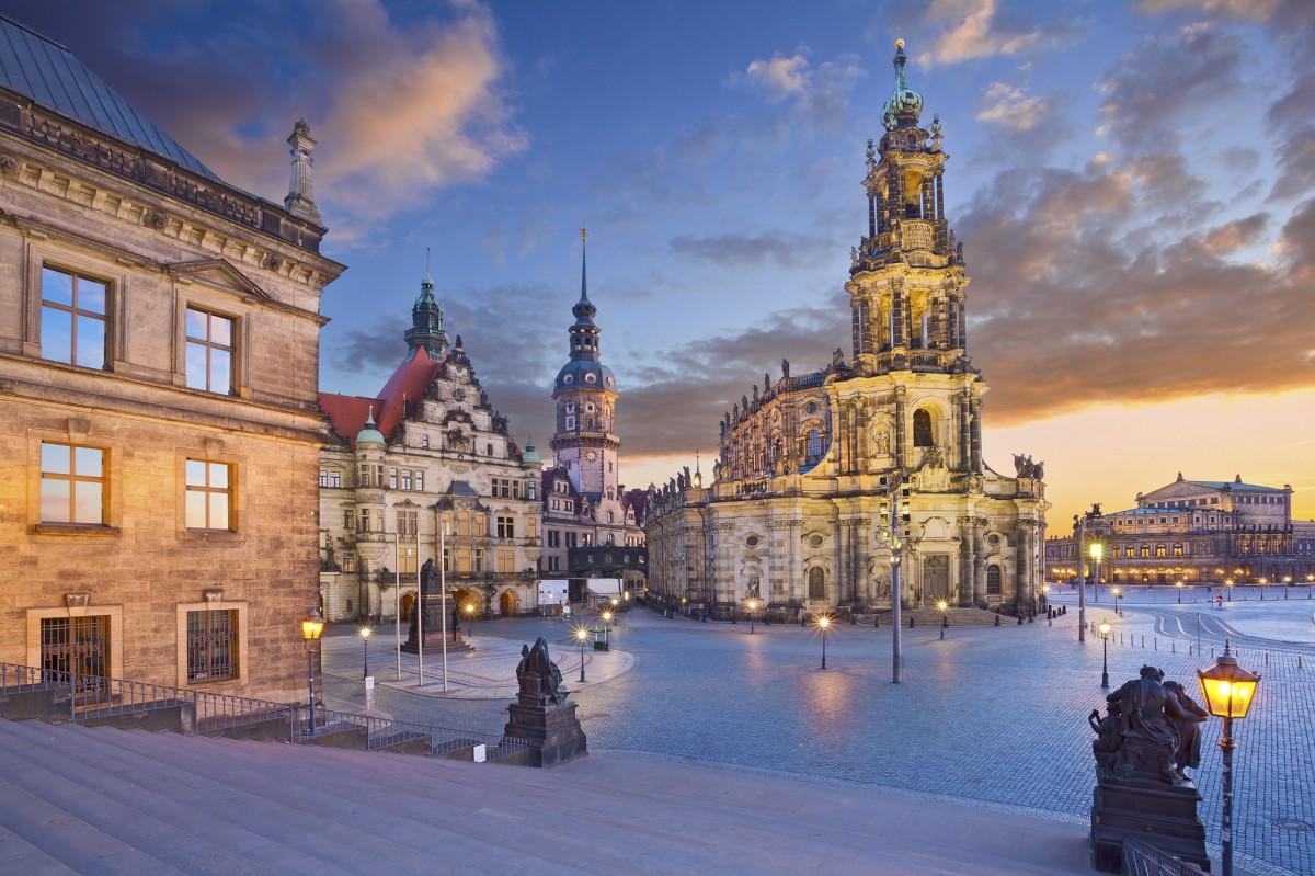 Пазл Собирать пазлы онлайн - Дрезден в сумерках