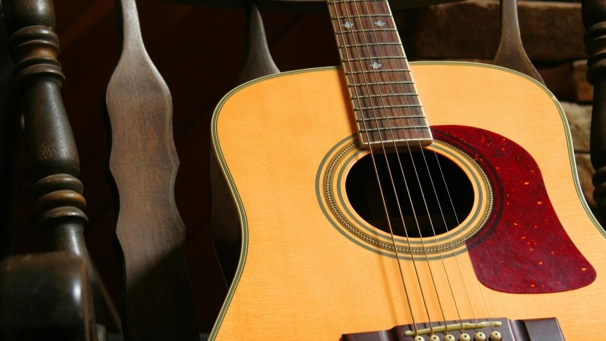 Пазл Собирать пазлы онлайн - Гитара на кресле