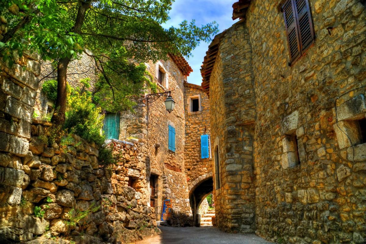 Пазл Собирать пазлы онлайн - Городок во Франции
