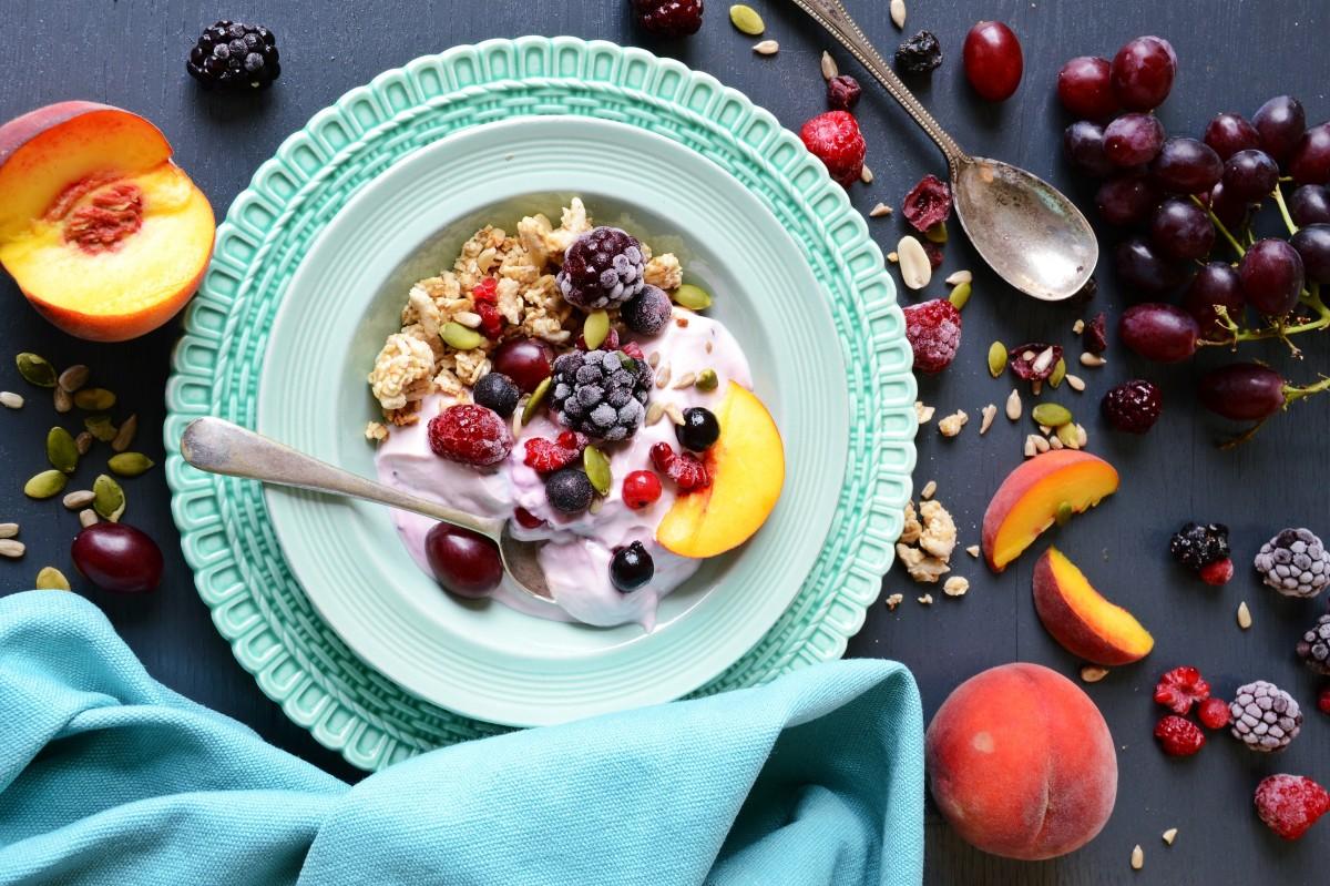 Пазл Собирать пазлы онлайн - Йогурт с ягодами и хлопьями