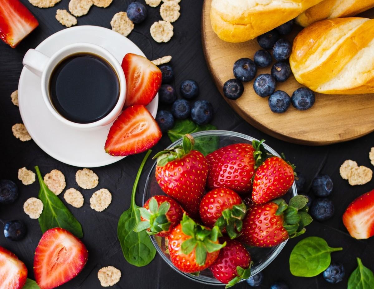 Пазл Собирать пазлы онлайн - Кофе и ягоды