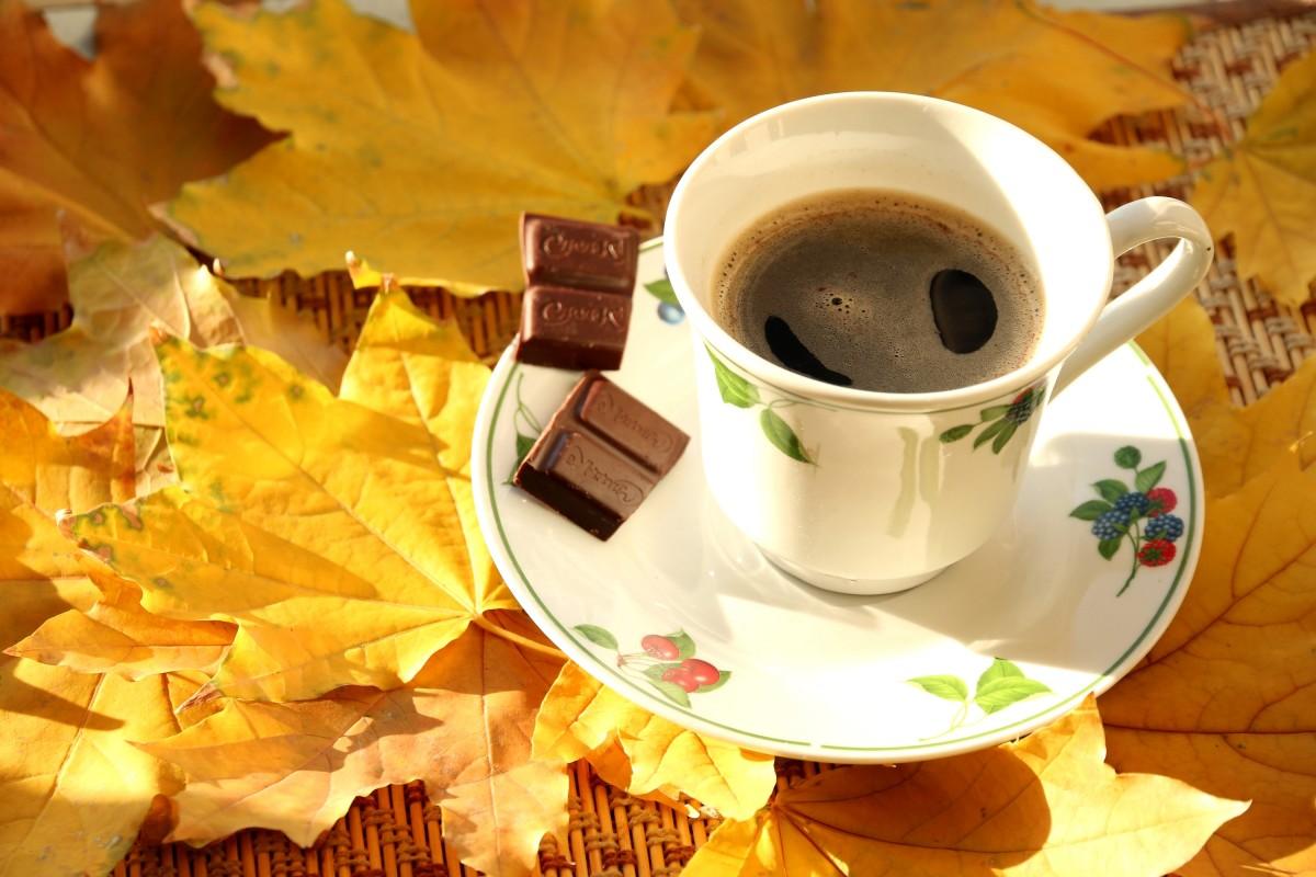 Пазл Собирать пазлы онлайн - Кофе осенним утром