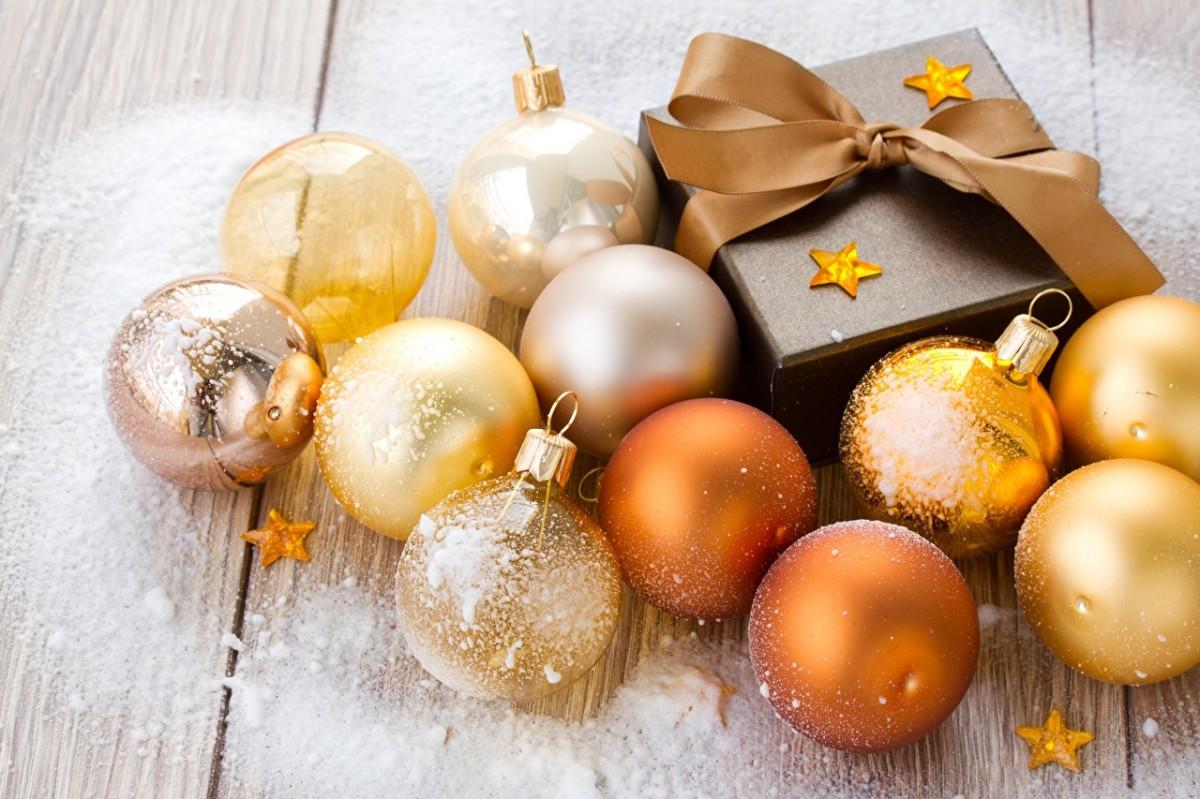 Пазл Собирать пазлы онлайн - Коробка и шары