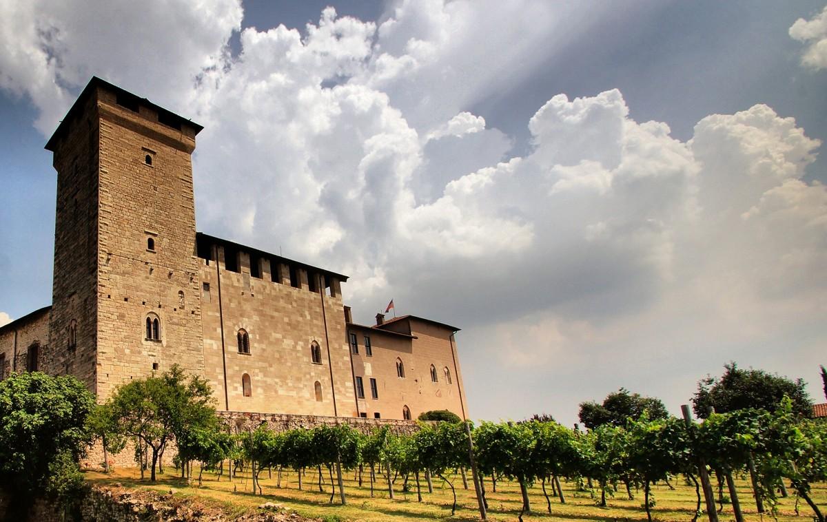 Пазл Собирать пазлы онлайн - Крепость в Италии