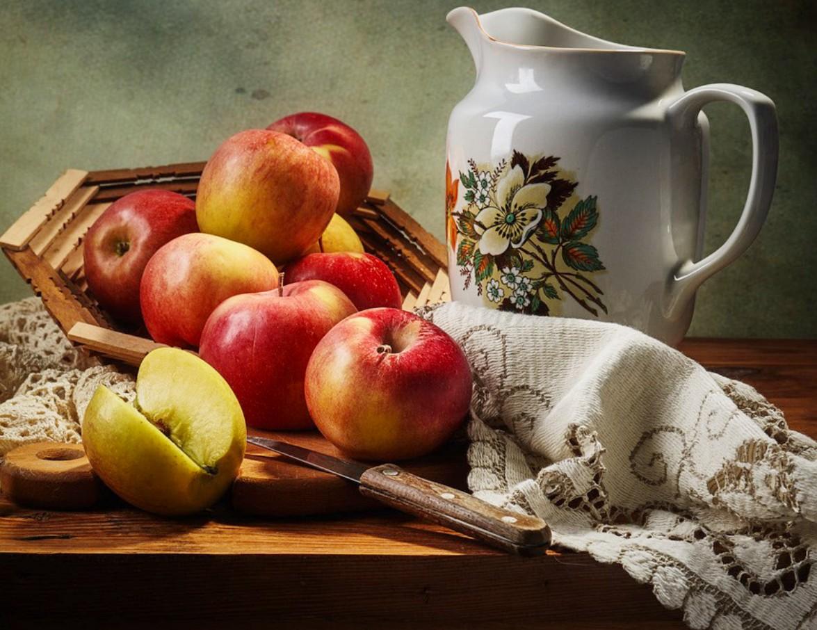 Пазл Собирать пазлы онлайн - Кувшин и яблоки