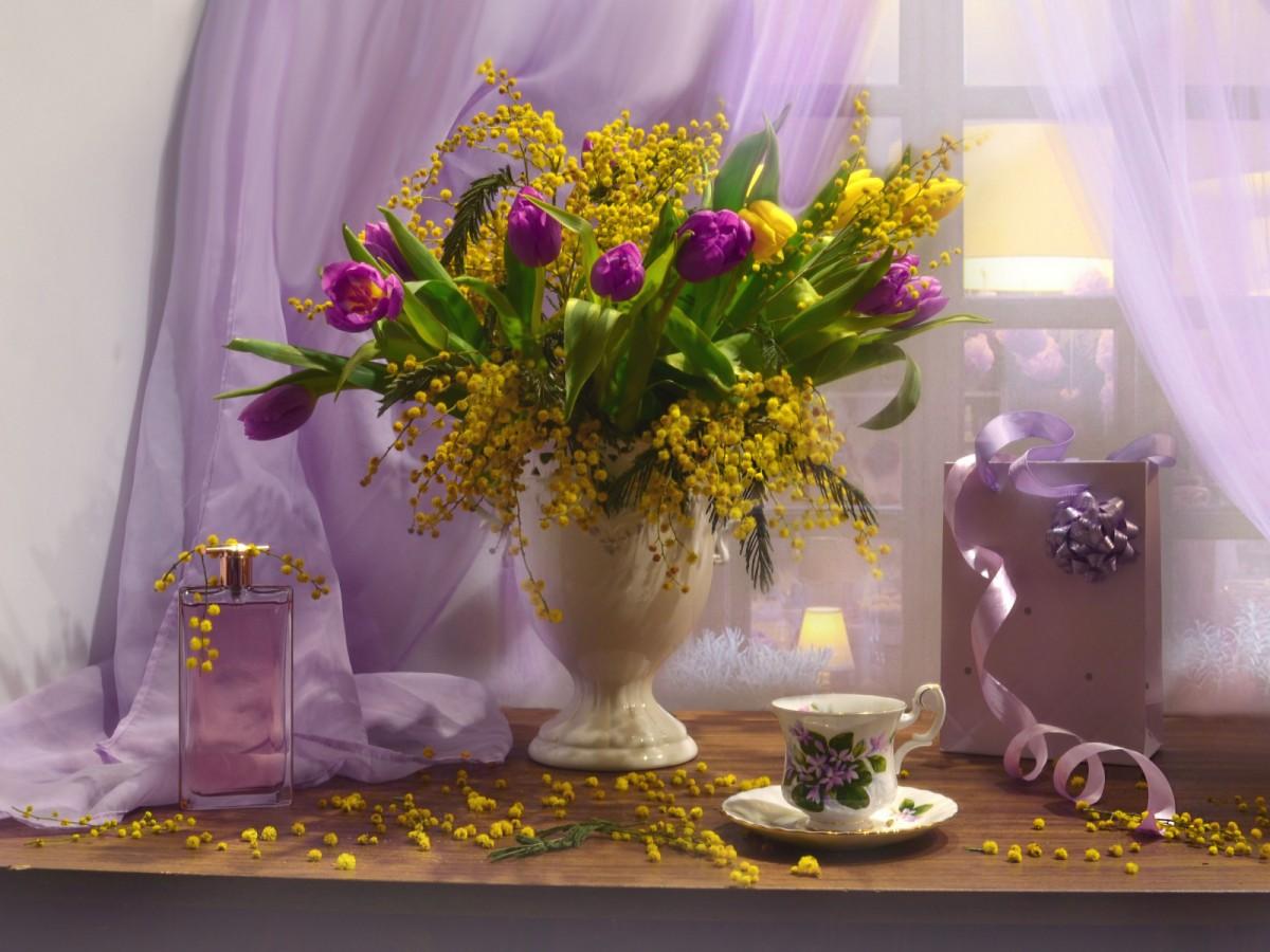 Пазл Собирать пазлы онлайн - Мимоза и тюльпаны