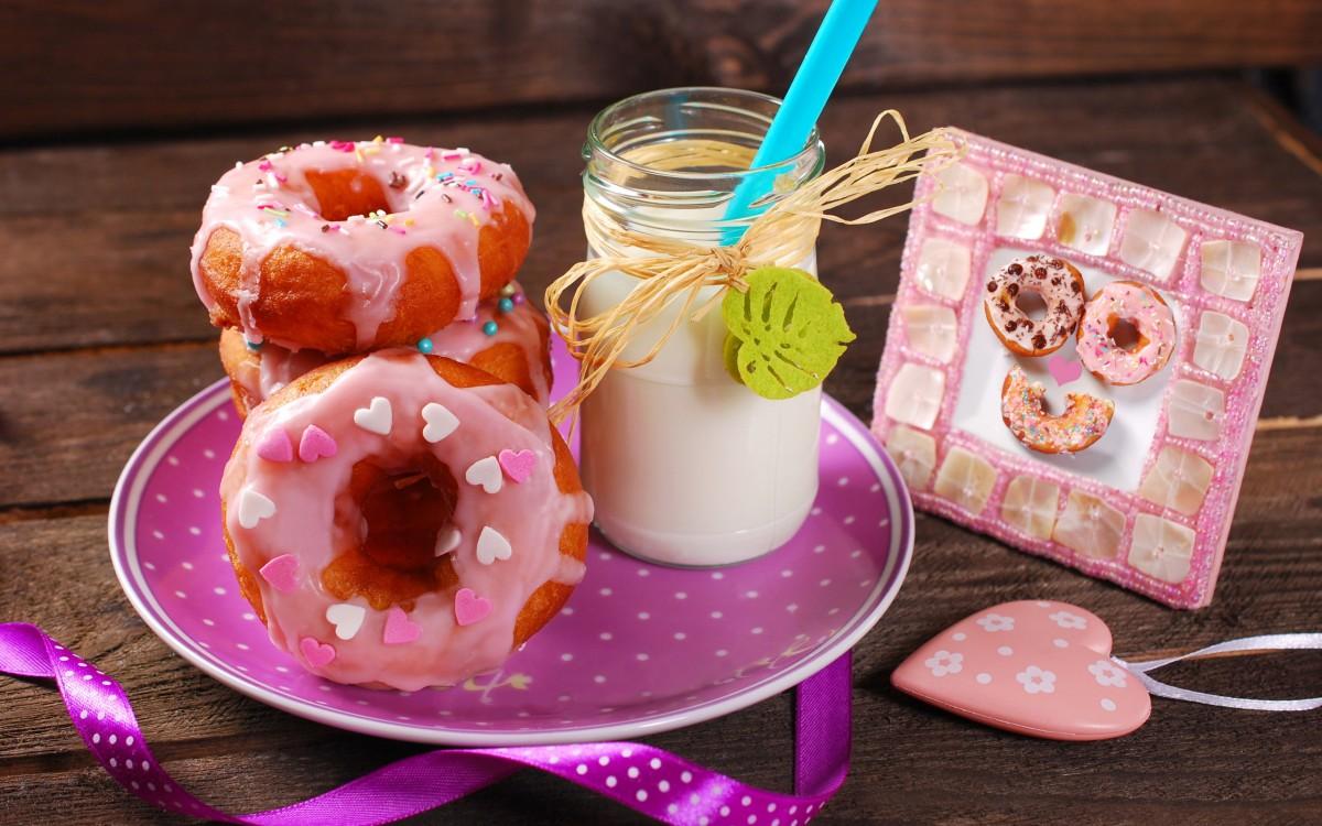 Пазл Собирать пазлы онлайн - Молоко и пончики