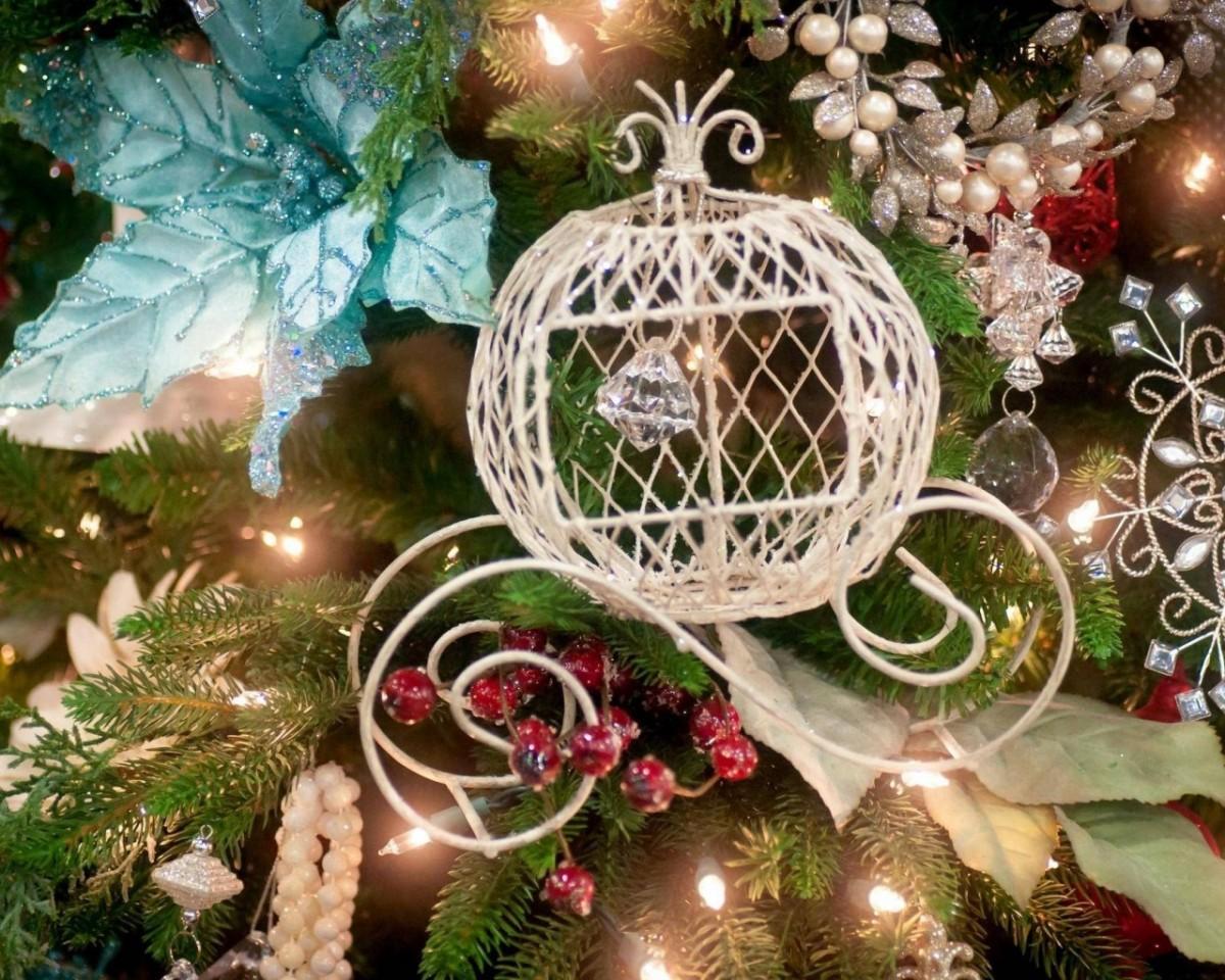Пазл Собирать пазлы онлайн - Новогодняя елка