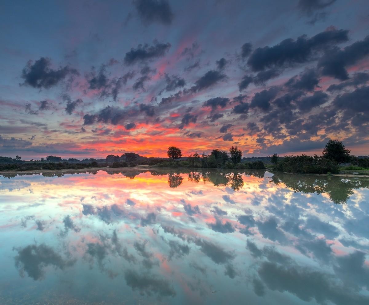 Пазл Собирать пазлы онлайн - Отражение облаков