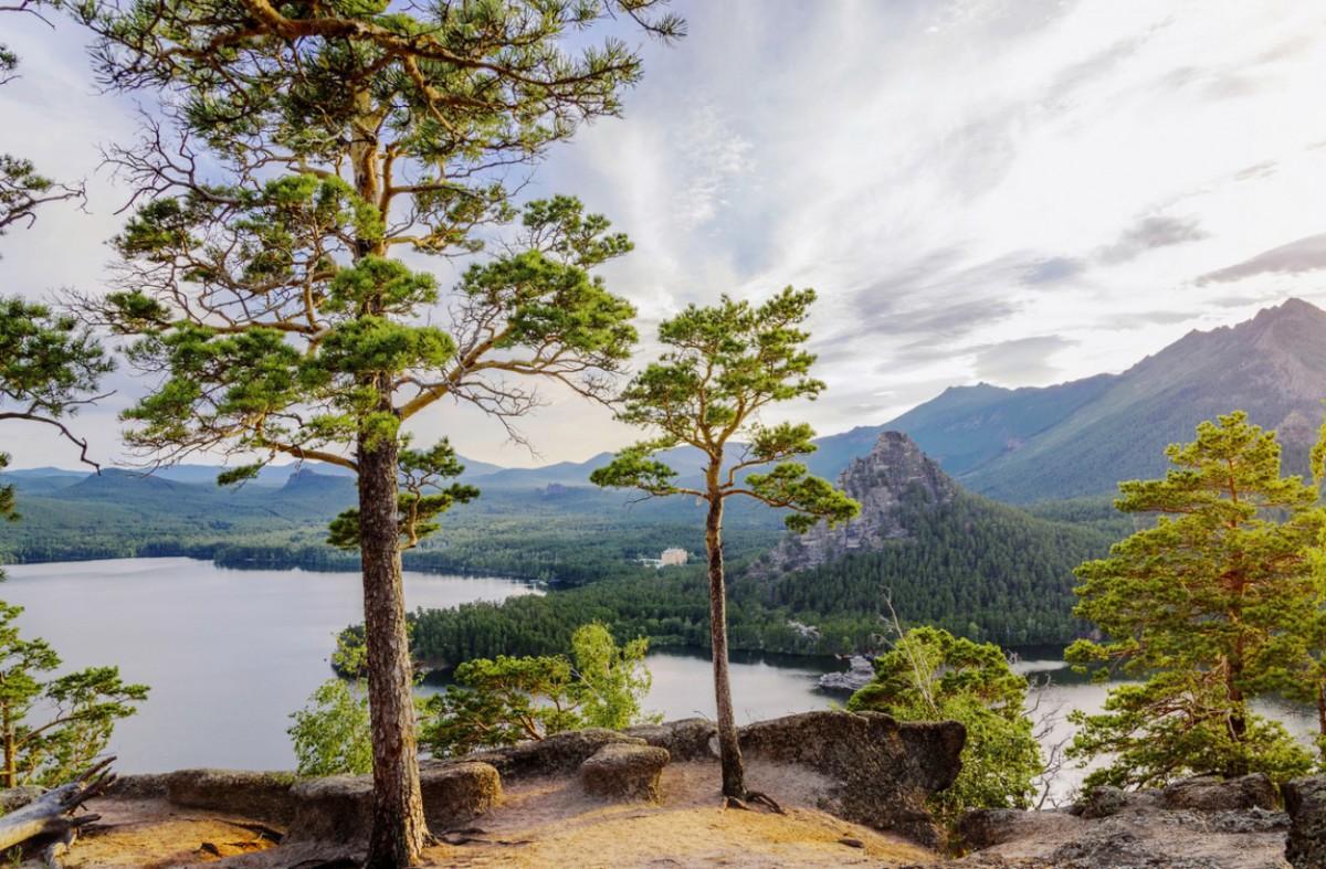 Пазл Собирать пазлы онлайн - Озеро и горы