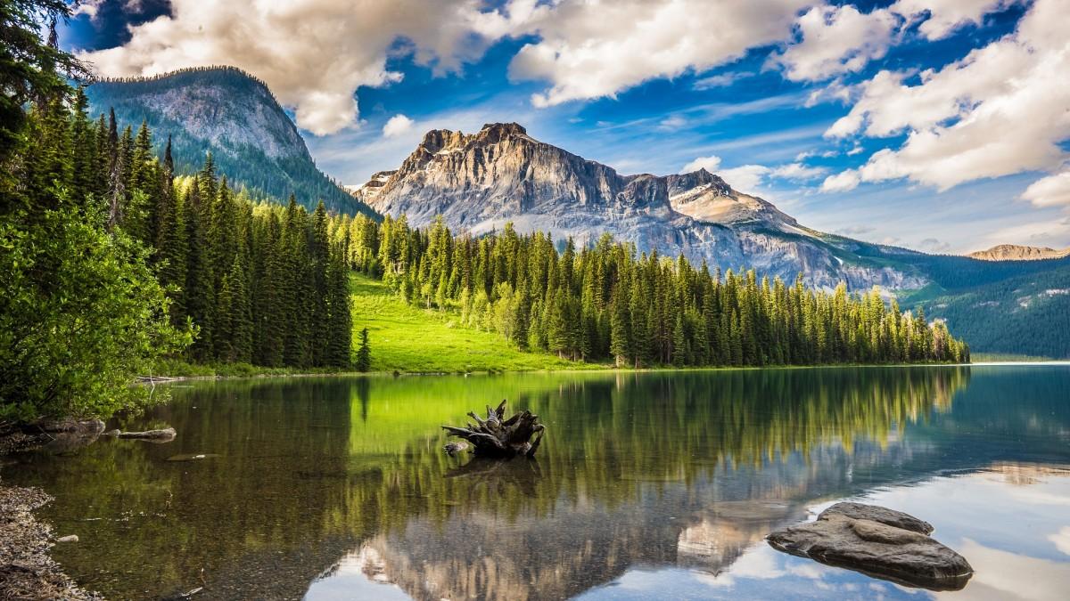 Пазл Собирать пазлы онлайн - Озеро среди гор
