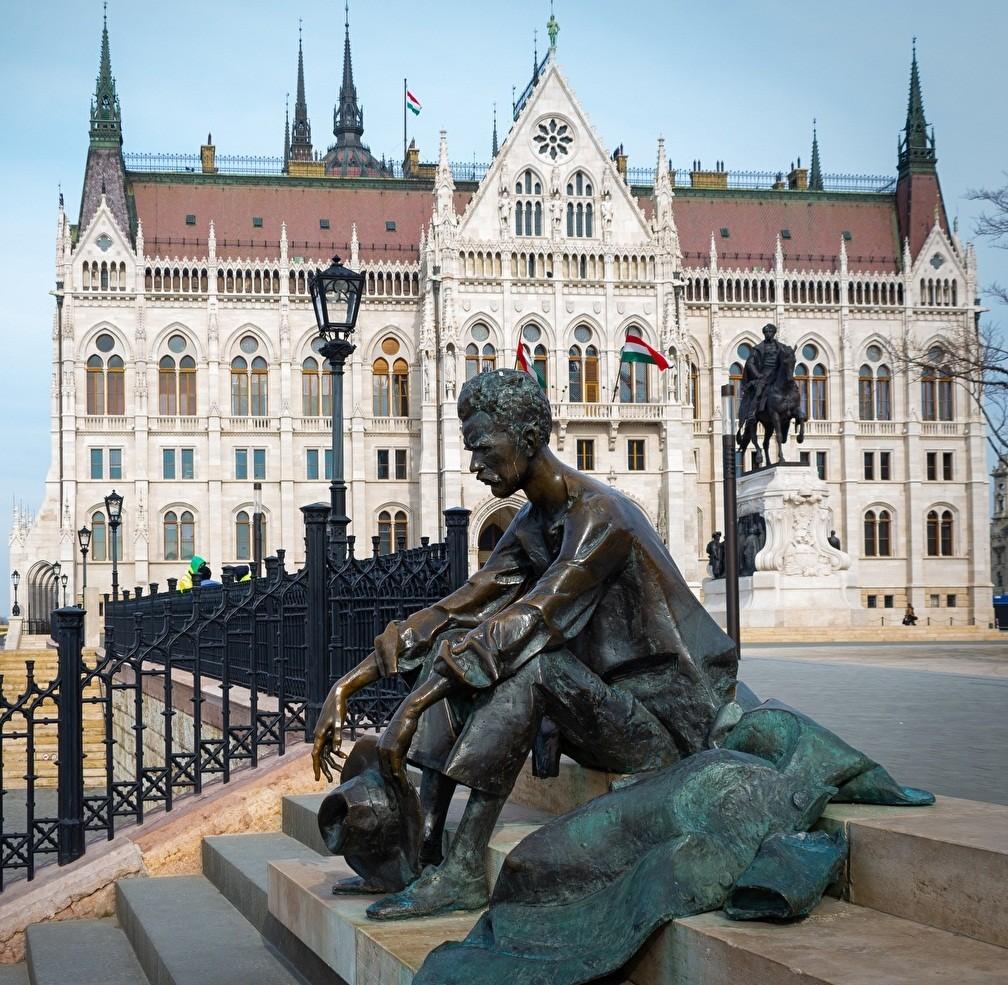 Пазл Собирать пазлы онлайн - Памятник и парламент