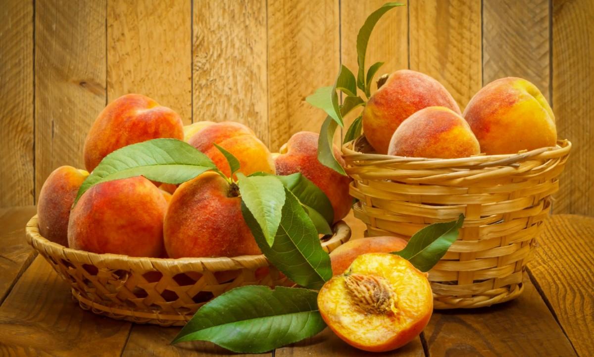 Пазл Собирать пазлы онлайн - Персики в корзине