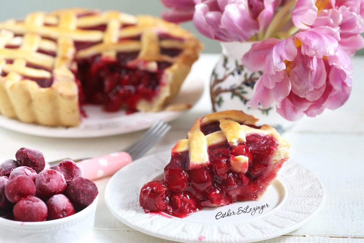 Пазл Собирать пазлы онлайн - Пирог и тюльпаны