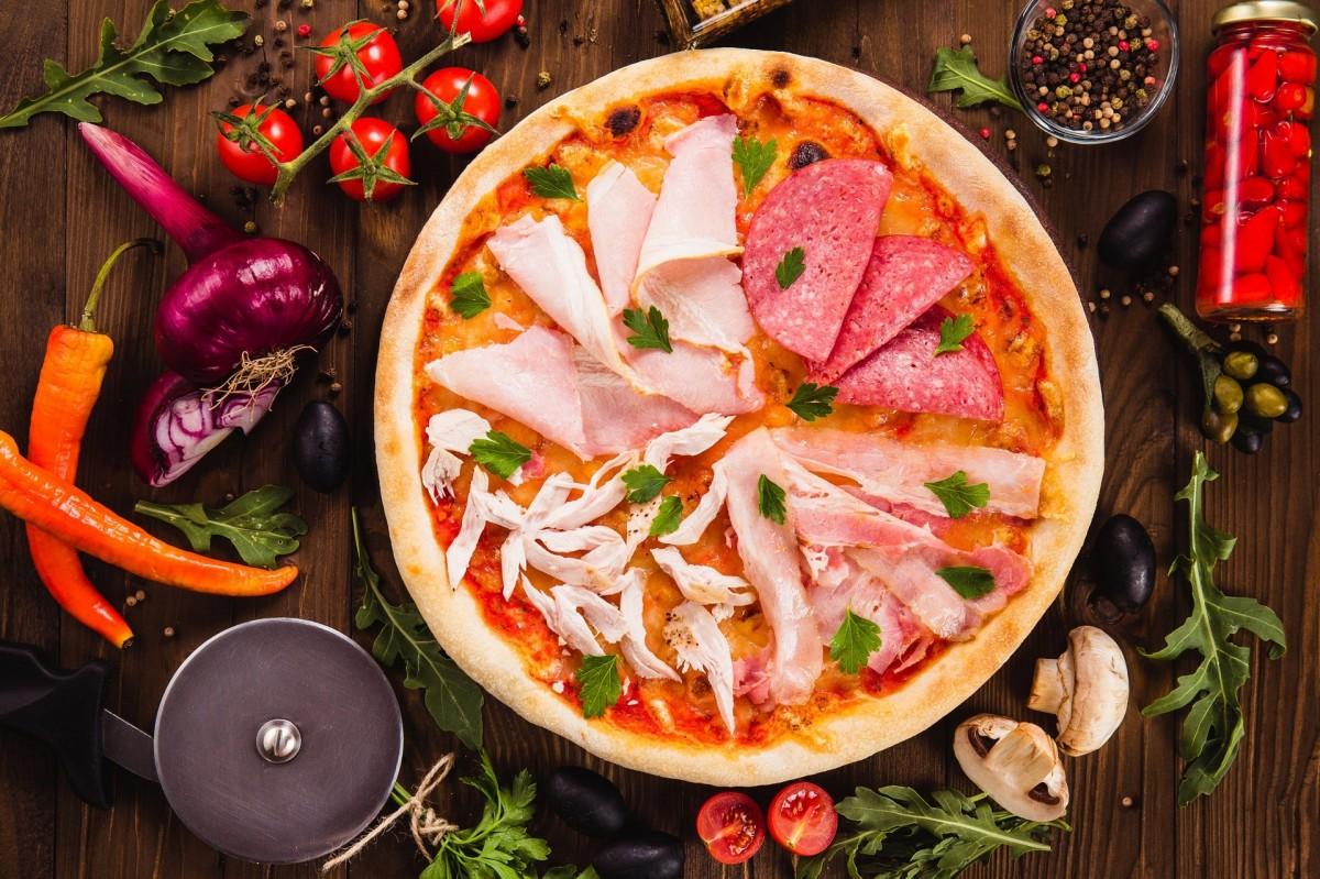 Пазл Собирать пазлы онлайн - Пицца и нарезка