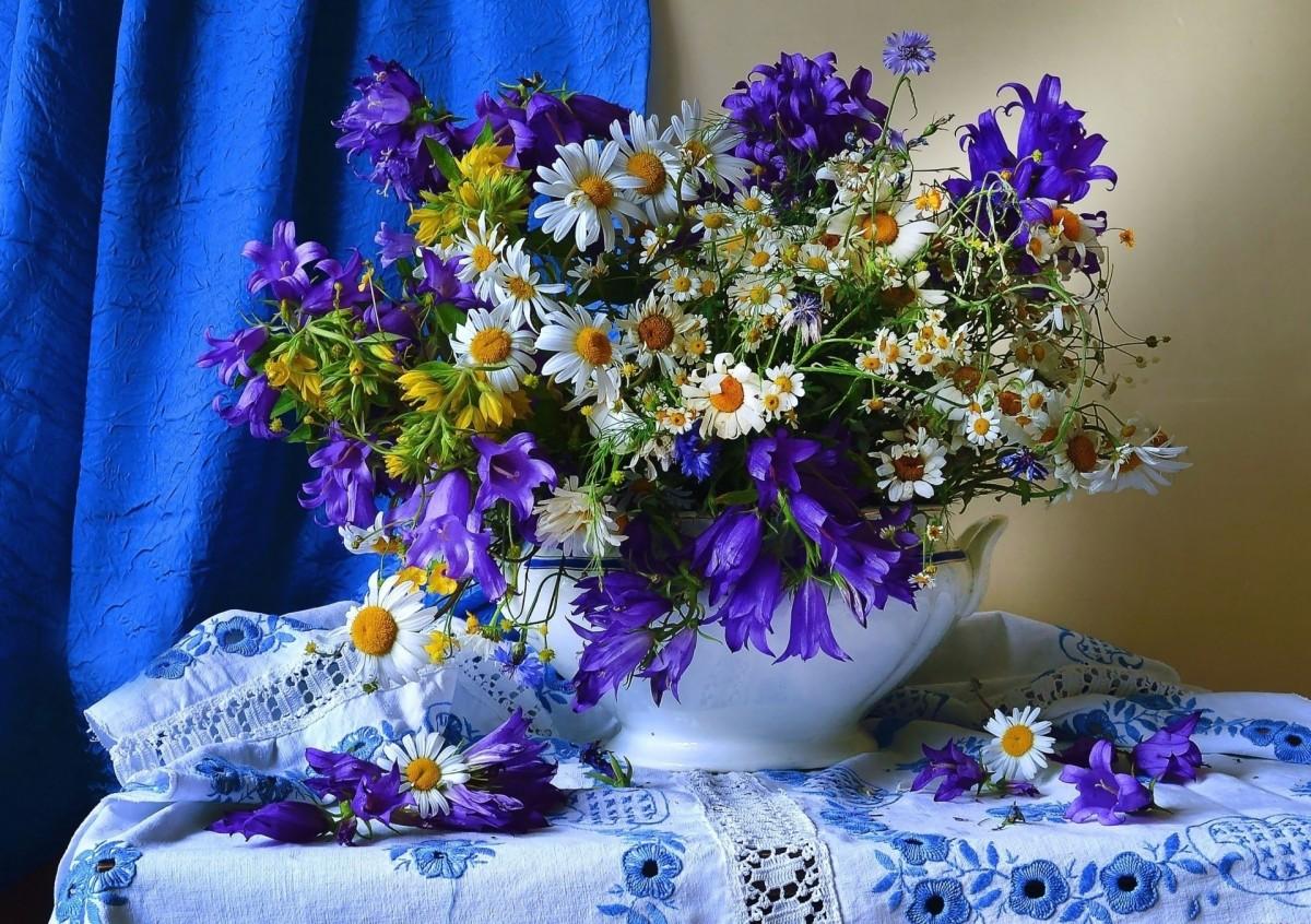 Пазл Собирать пазлы онлайн - Полевые цветы в вазе