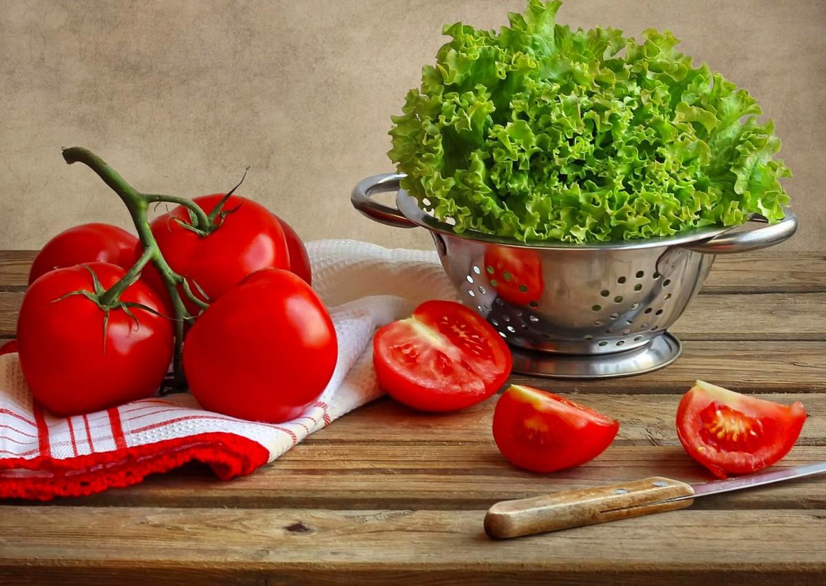 Пазл Собирать пазлы онлайн - Помидоры и салат