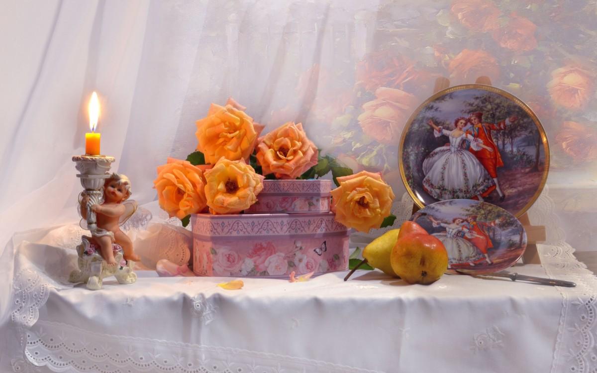 Пазл Собирать пазлы онлайн - Розы и шкатулка