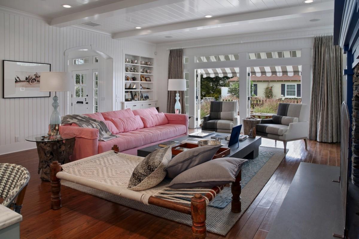 Пазл Собирать пазлы онлайн - Розовый диван