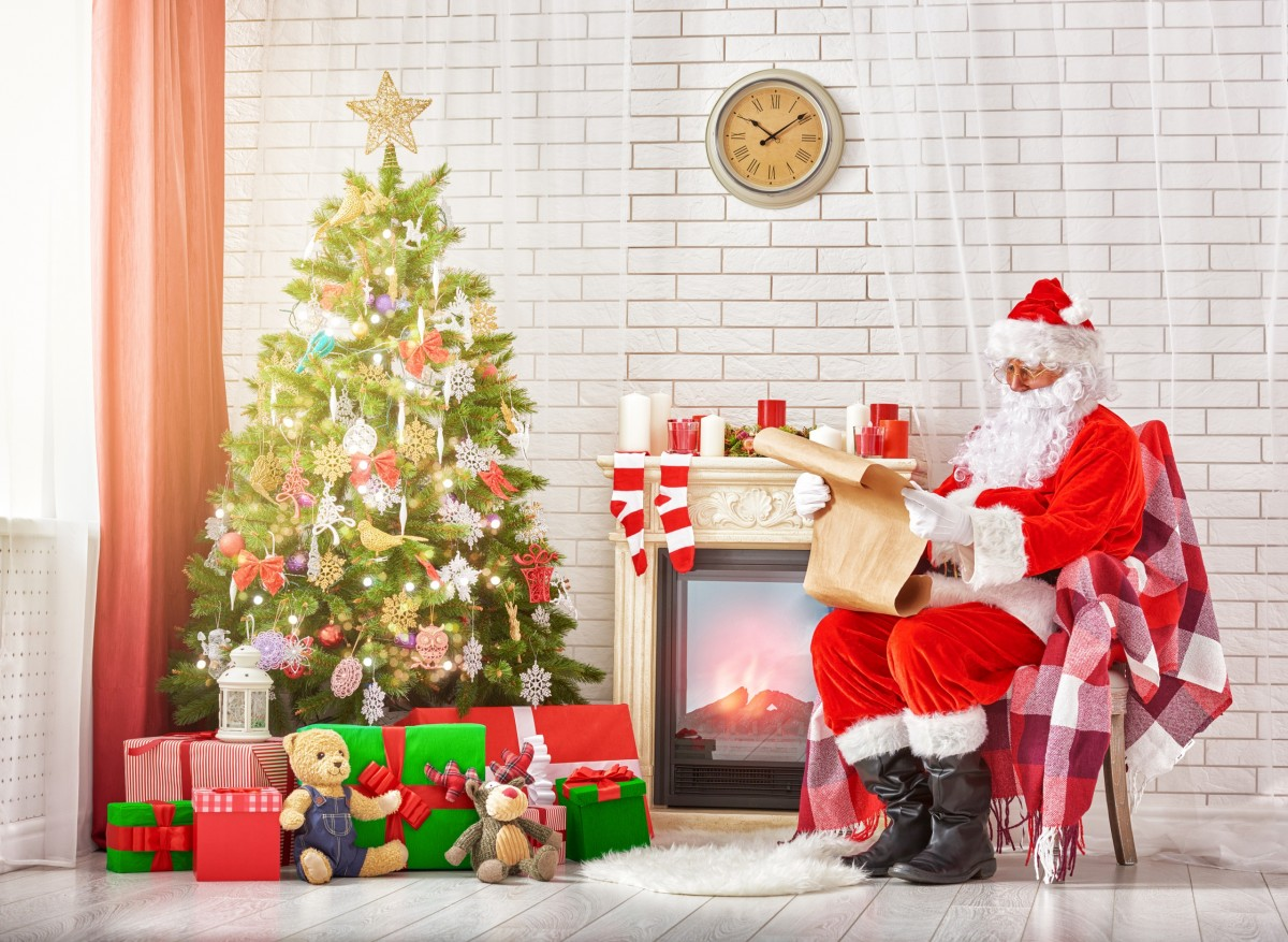 Пазл Собирать пазлы онлайн - Санта-Клаус и ёлка