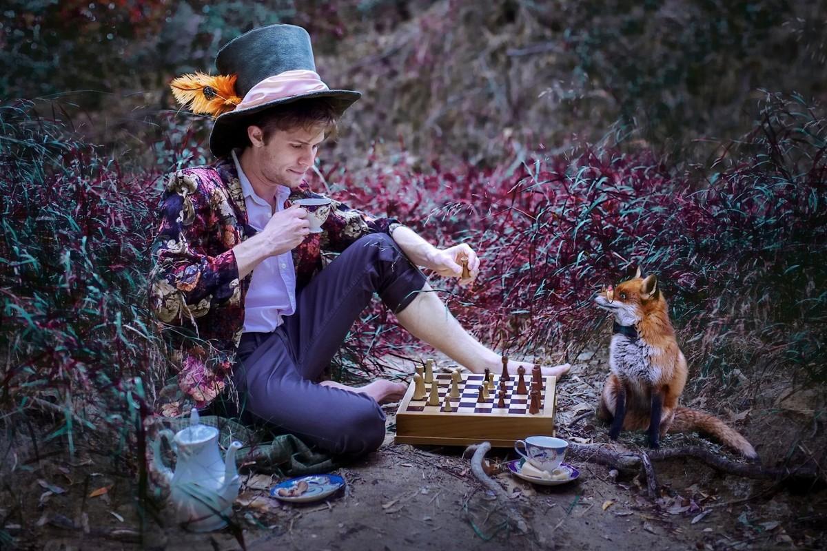 Пазл Собирать пазлы онлайн - Шляпник  и лис