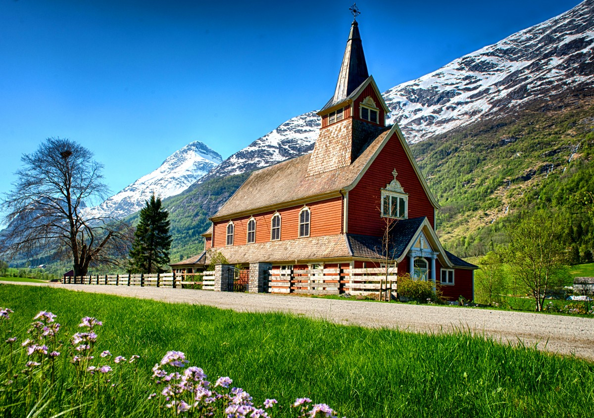 Пазл Собирать пазлы онлайн - Церковь в горах