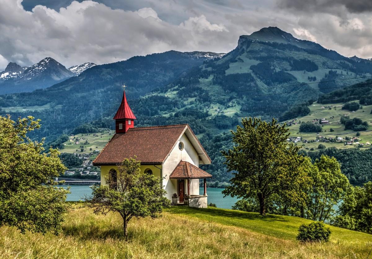 Пазл Собирать пазлы онлайн - Церквушка в горах