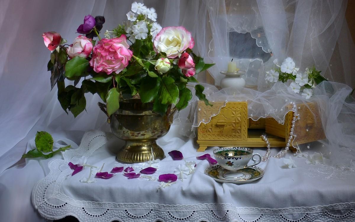 Пазл Собирать пазлы онлайн - Цветы и шкатулка