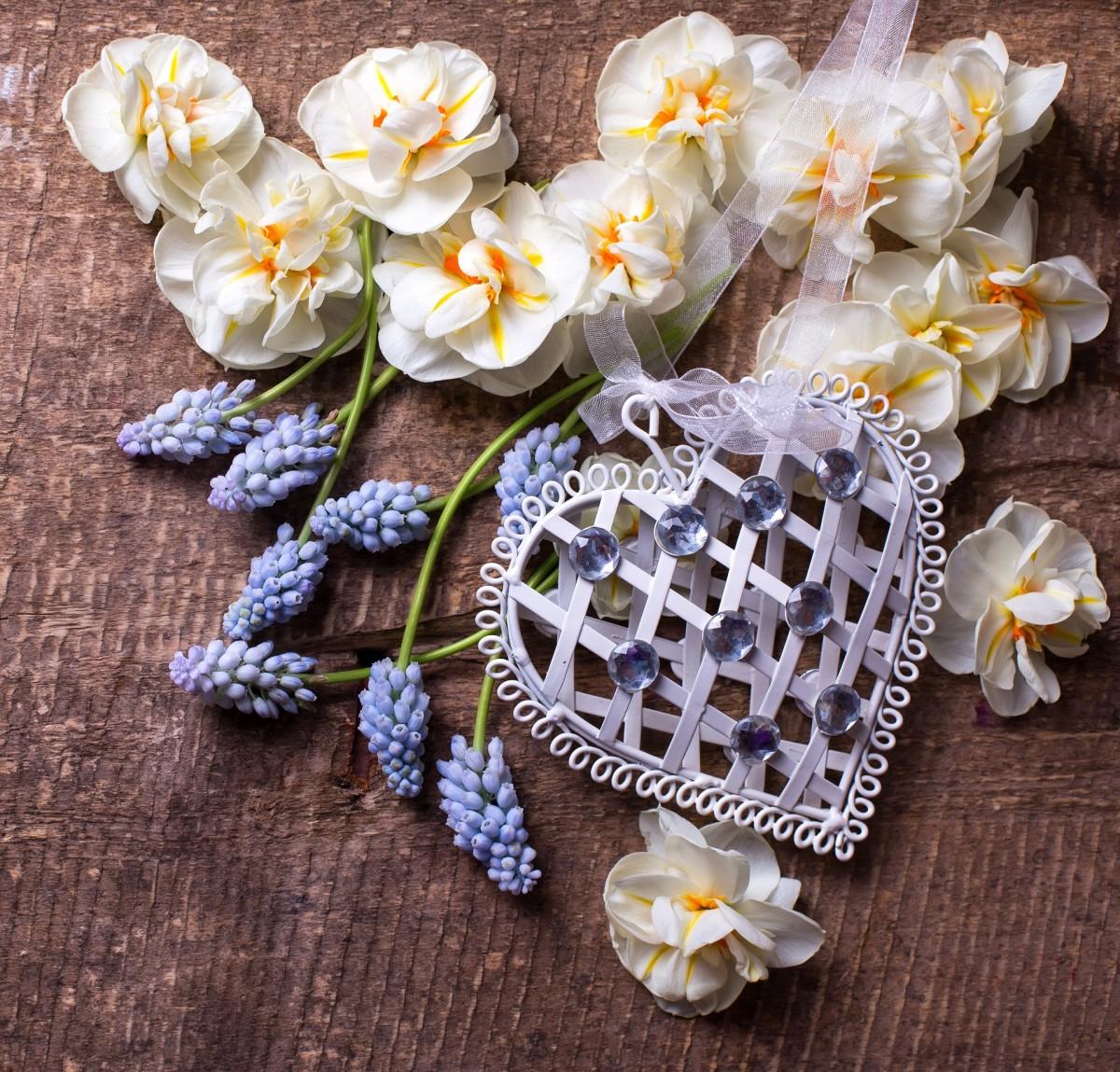 Пазл Собирать пазлы онлайн - Цветы и валентинка