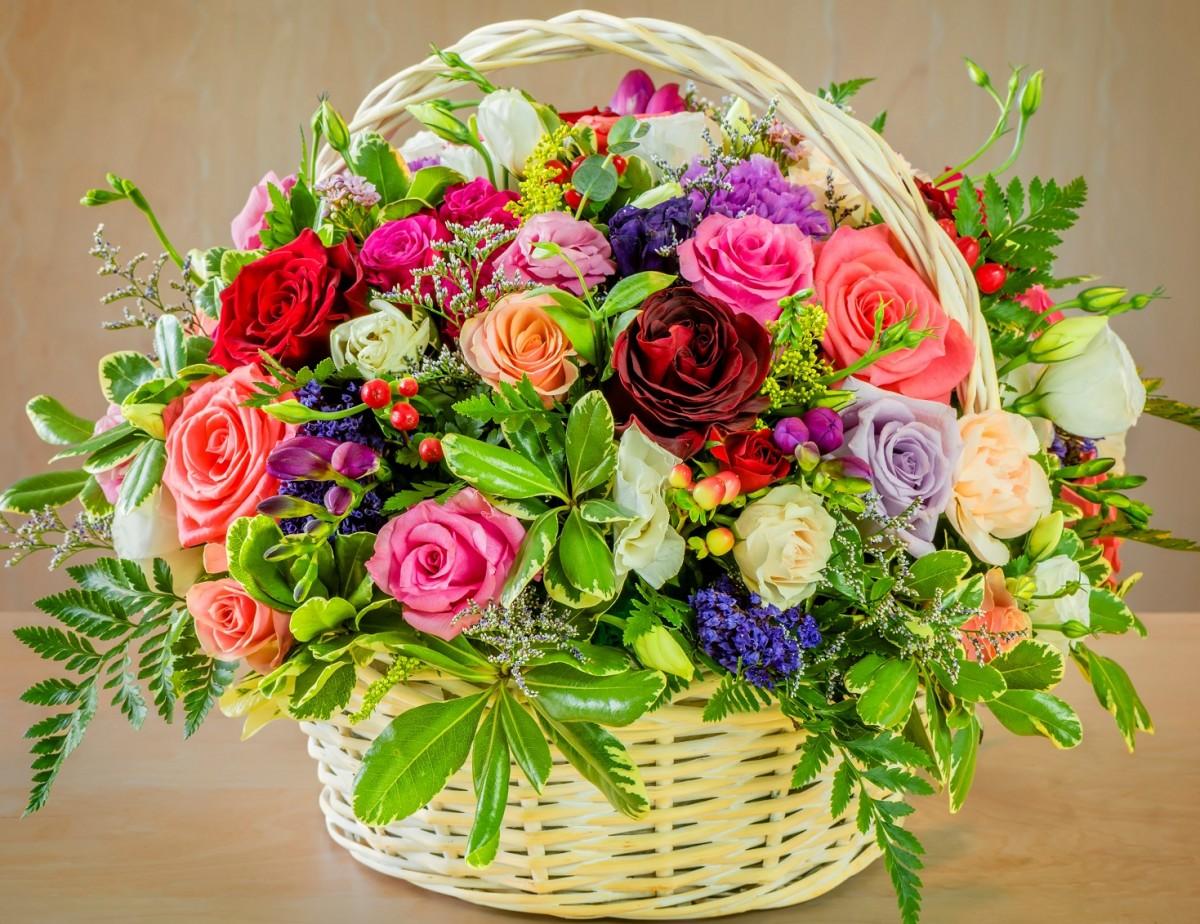 Пазл Собирать пазлы онлайн - Цветы в корзине