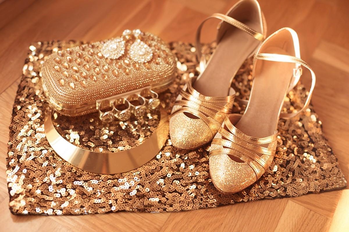 Пазл Собирать пазлы онлайн - Туфельки и сумочка