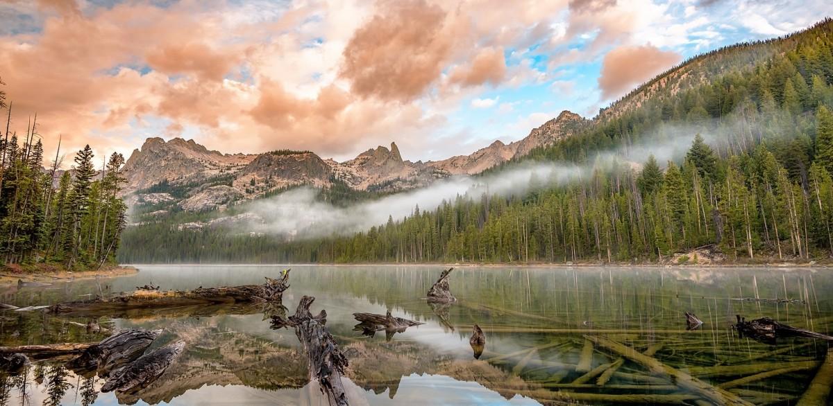 Пазл Собирать пазлы онлайн - Туман за озером