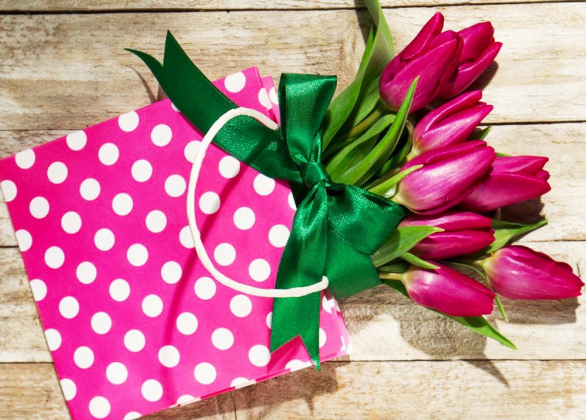 Пазл Собирать пазлы онлайн - Тюльпаны в пакете
