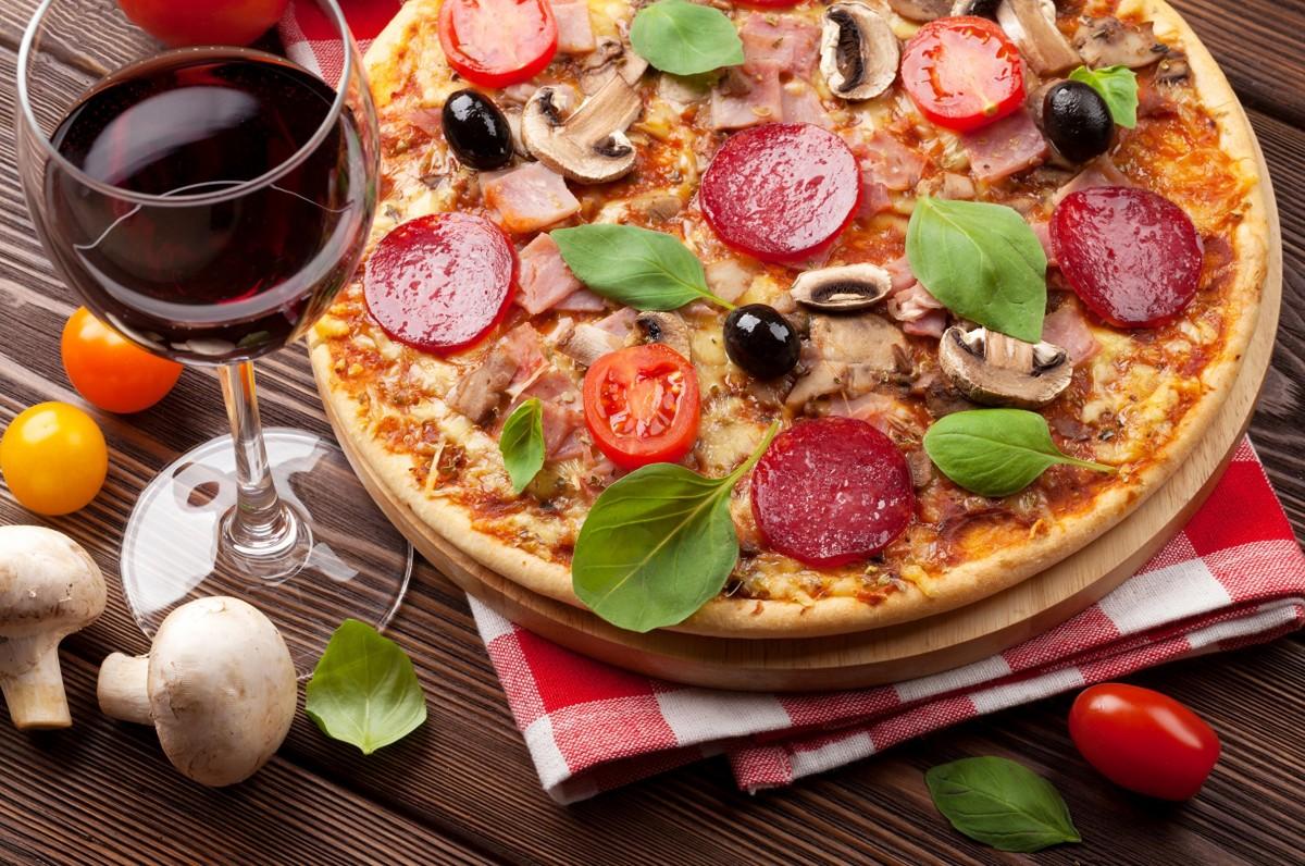 Пазл Собирать пазлы онлайн - Вино и пицца