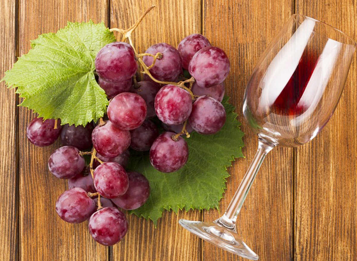 Пазл Собирать пазлы онлайн - Виноград и бокал