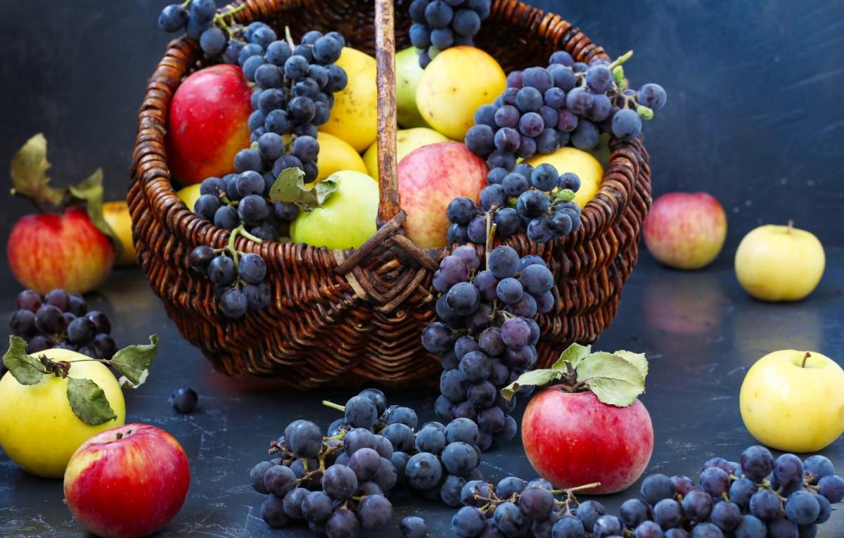 Пазл Собирать пазлы онлайн - Виноград и яблоки