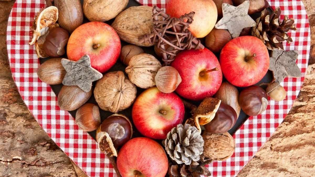 Пазл Собирать пазлы онлайн - Яблоки и орехи