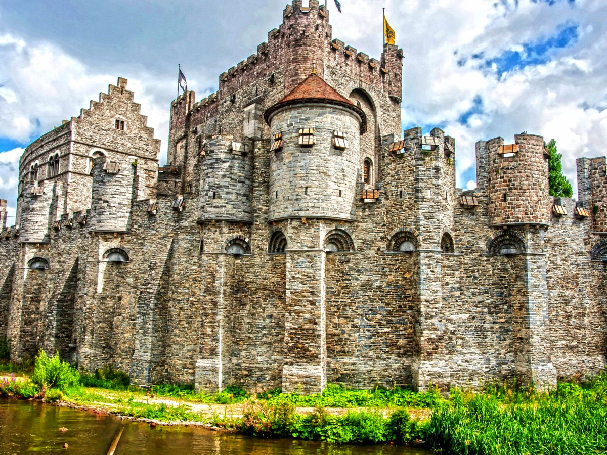 Пазл Собирать пазлы онлайн - Замок графов Фландрии