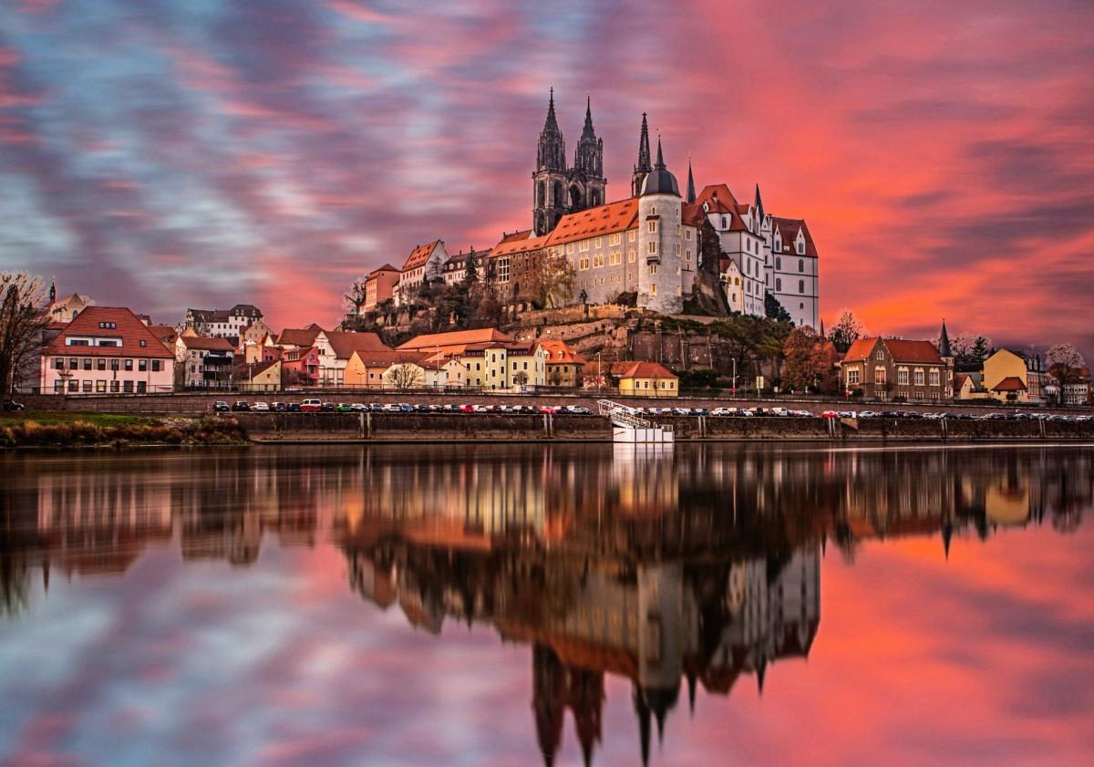 Пазл Собирать пазлы онлайн - Замок на фоне закате