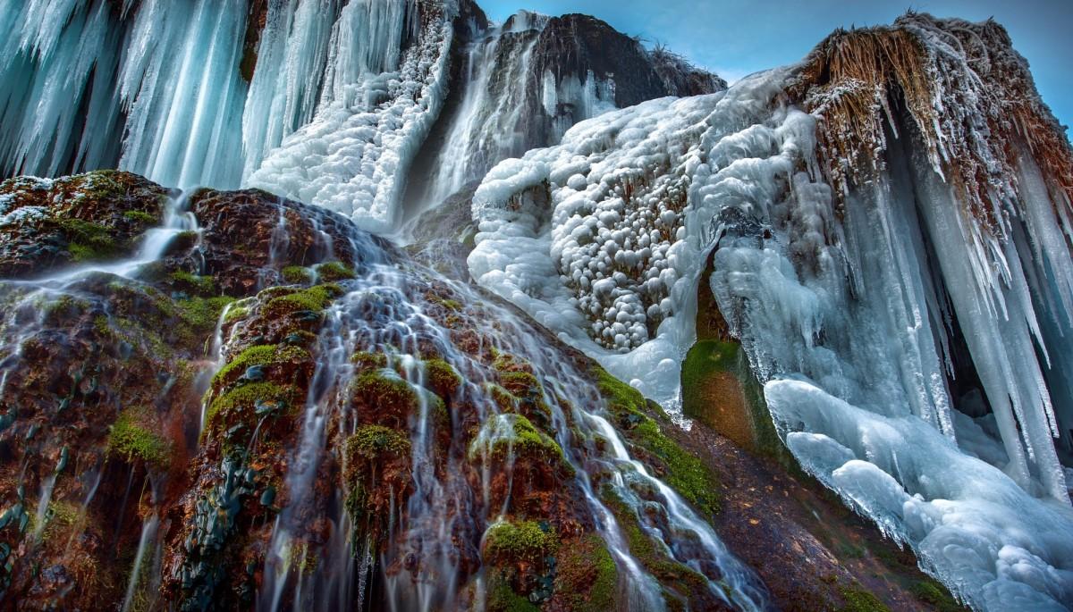 Пазл Собирать пазлы онлайн - Замёрзший водопад