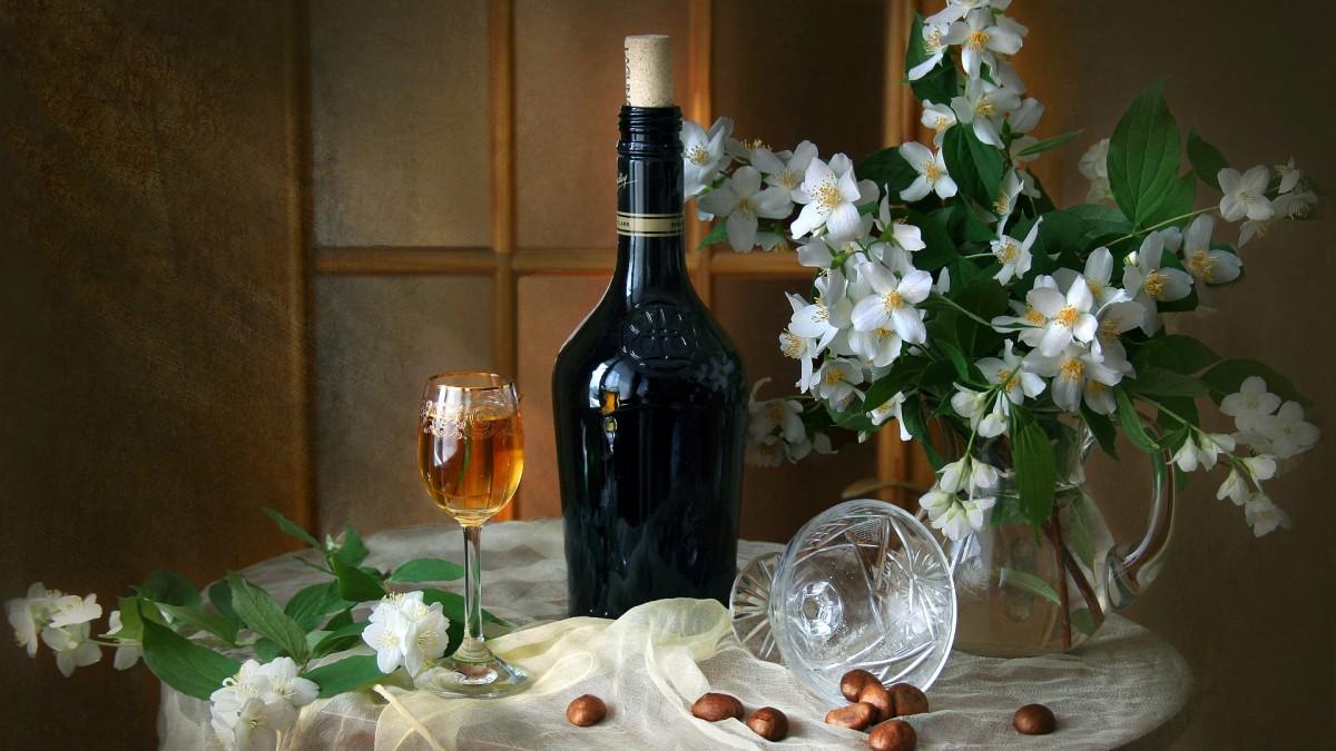 Пазл Собирать пазлы онлайн - Жасмин и вино