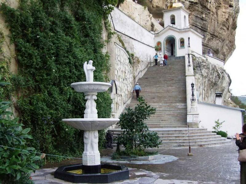 Пазл Собирать пазлы онлайн -  Успенский монастырь