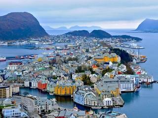 Собирать пазл Алесунд. Норвегия онлайн