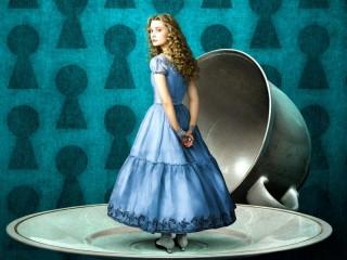 Собирать пазл Алиса на блюдечке онлайн