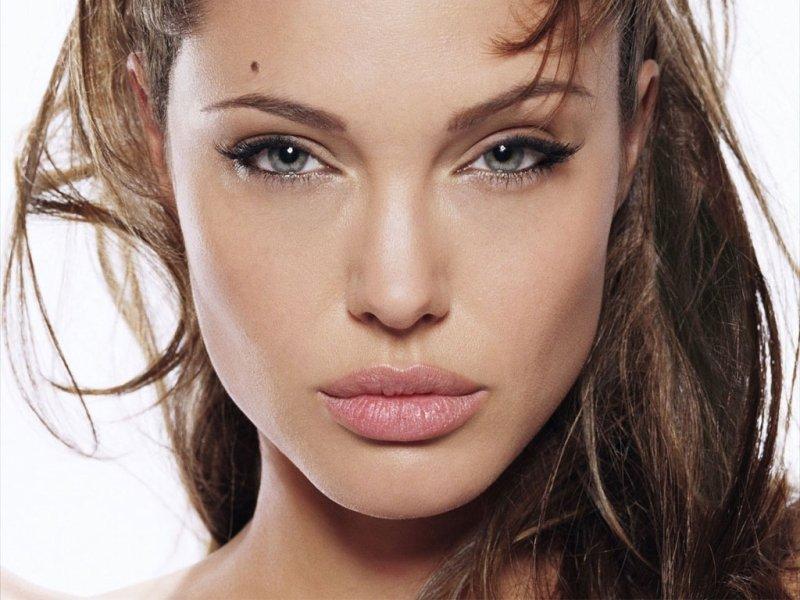 Пазл Собирать пазлы онлайн - Анджелина Джоли